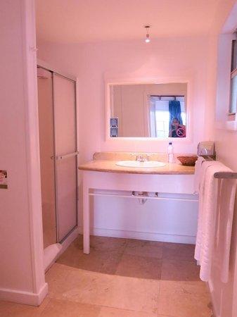 Henry Morgan Resort: Bathroom