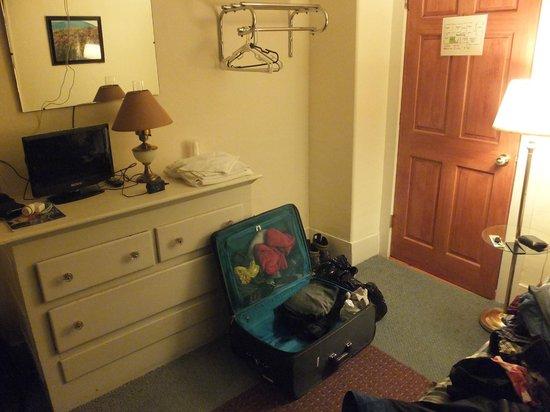 Riverside Inn: Room