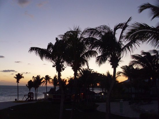 Old Bahama Bay: beautiful sunrise from oour balcony