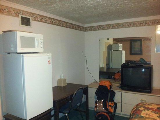 Economy Inn: room