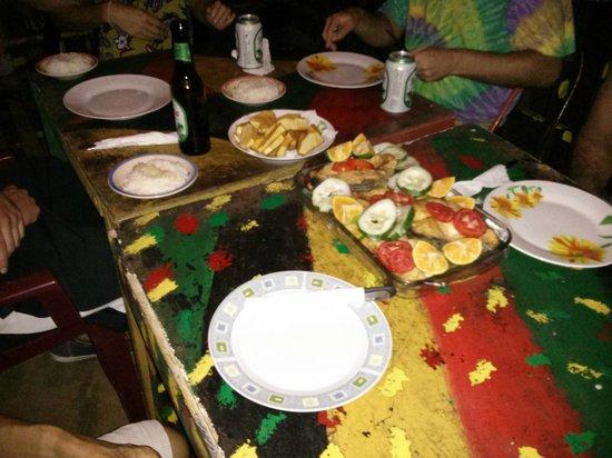 The Sunset Shack Cafe: nice dinner together with hostal friends