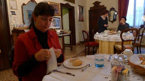 Locanda Ca' del Console: Parlor and Breakfast Area