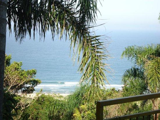 Pousada The Rosebud: visual da piscina para a praia
