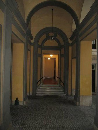 A Peace of Rome: Inner courtyard