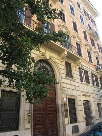 A Peace of Rome: Street view of the B&B