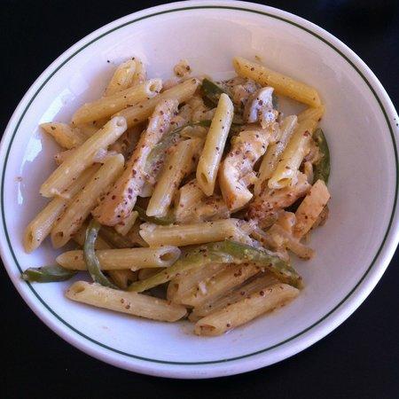 Quattro Fratelli: Penne with chicken