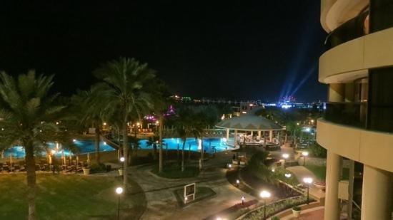 Le Royal Meridien Beach Resort & Spa: Night View