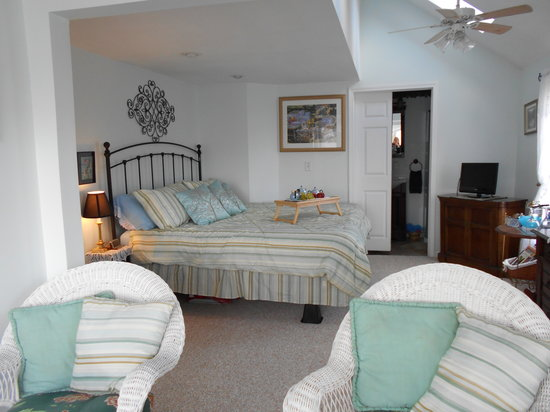 Lake Valley Legends Bed and Breakfast: Lakeview--light & airy & new carpet