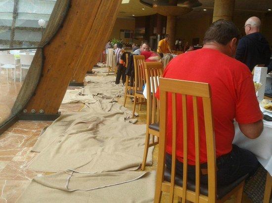 Be Live Experience La Nina: blankets on floor