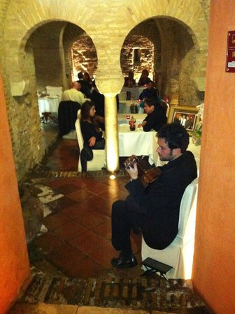 San Marco : Gentle guitar music along with good food and surroundings