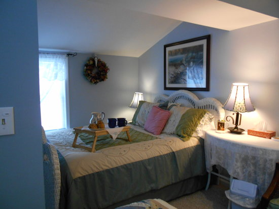 Lake Valley Legends Bed and Breakfast: Cottage Blue/French Yellow Suite: Blue Room