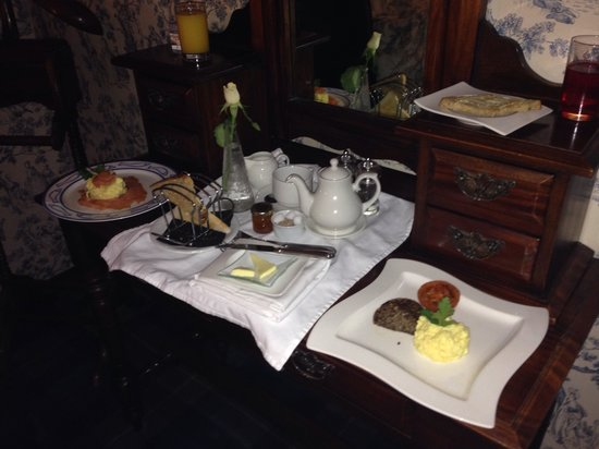 East Haugh House: Breakfast in bed