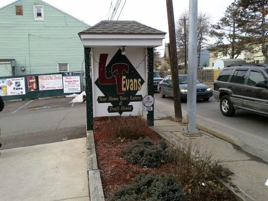 L T Evans Eatery & Drafthouse: Sign in front