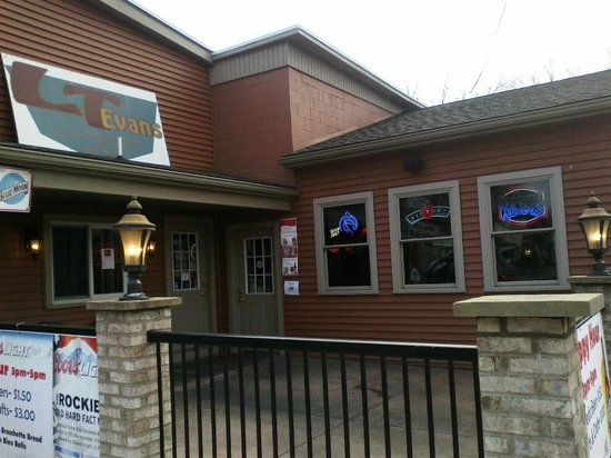 L T Evans Eatery & Drafthouse : front of restaurant
