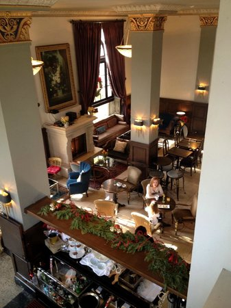 The Culver Hotel: Bar and Dining Area
