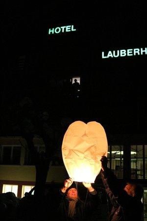 Hotel Lauberhorn: Silvesterabend Fackeln und Lichter unter dem Sternenhimmel