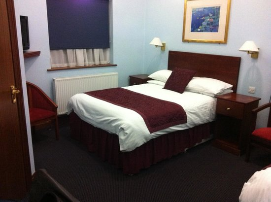 Kings Paget Hotel: Double bed