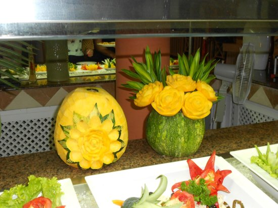 Grand Bahia Principe San Juan : sculptures made from fruit