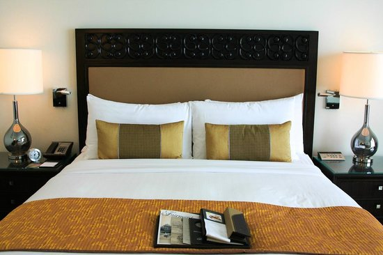 Fairmont Makati: comfy bed