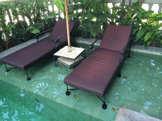 Hotel Muse Bangkok Langsuan, MGallery Collection: speckige Liegen die absolut seifig sind