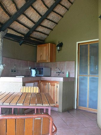 Olifants Rest Camp : Unit 1 Outdoor Kitchen