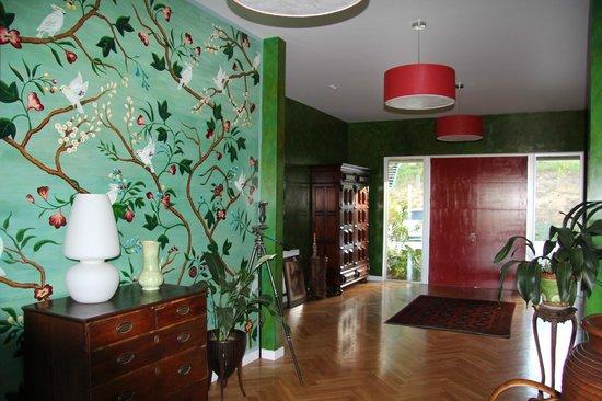 Hawk Ridge Bed & Breakfast: Handpainted wallpaper