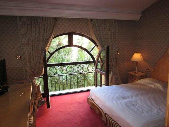 Hotel Albani Firenze: Very cool windows
