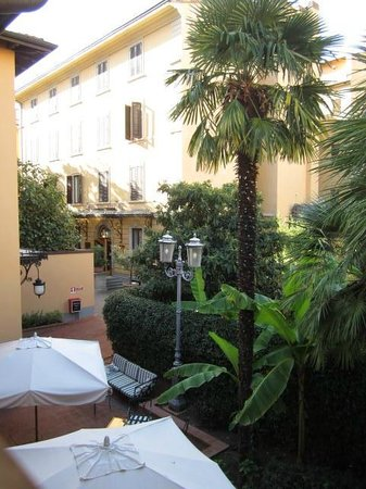 Hotel Albani Firenze: A view from our room