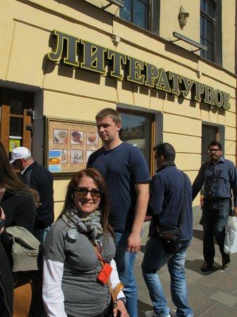 Literary Cafe: Esterno del locale