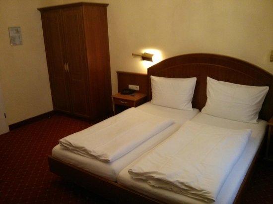Hotel Schweizer Hof: Habitación