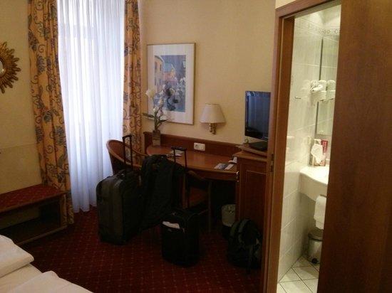Hotel Schweizer Hof: Escritorio