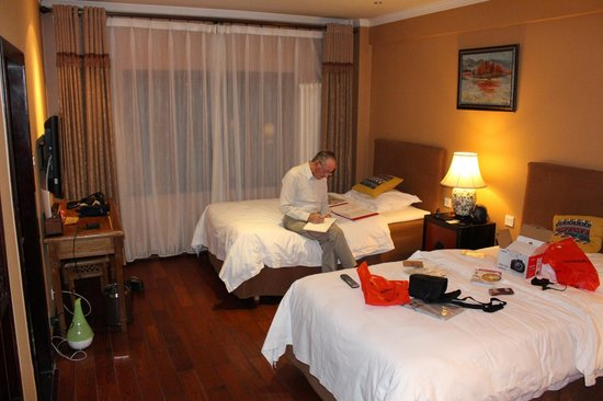 Red Wall Garden Hotel: Our room - super!