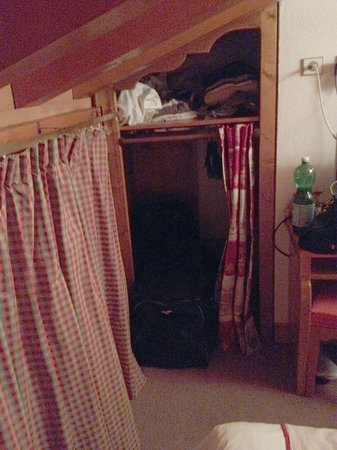 Chalet Hotel Aiguille Blanche : Seul espace rangement !