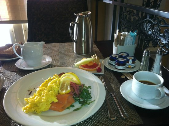 Fairmont Hotel Macdonald: Breakfast