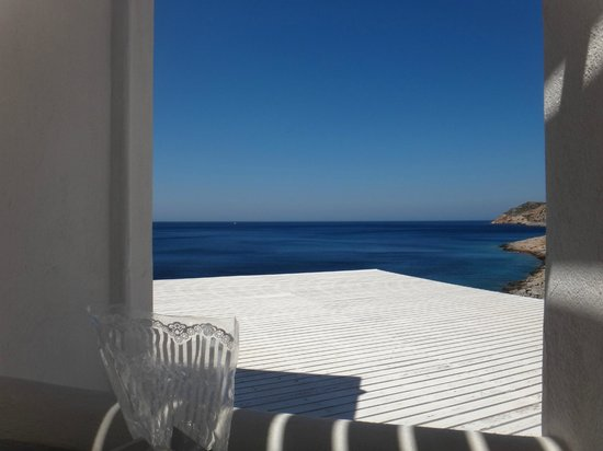 Delfini Hotel Sifnos : View from balcony.