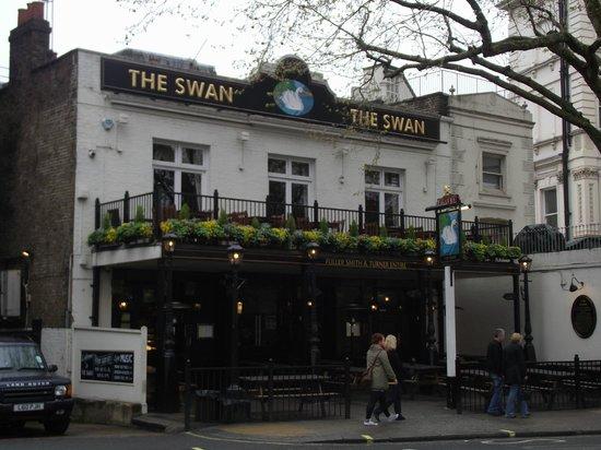 Corus Hotel Hyde Park London: Pub The Swan (localizado bem próximo do Hotel)