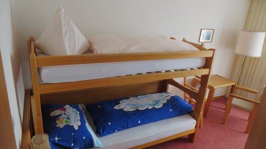 Golf-& Sport Hotel Hof Maran: Kinderzimmer- auch uralt.
