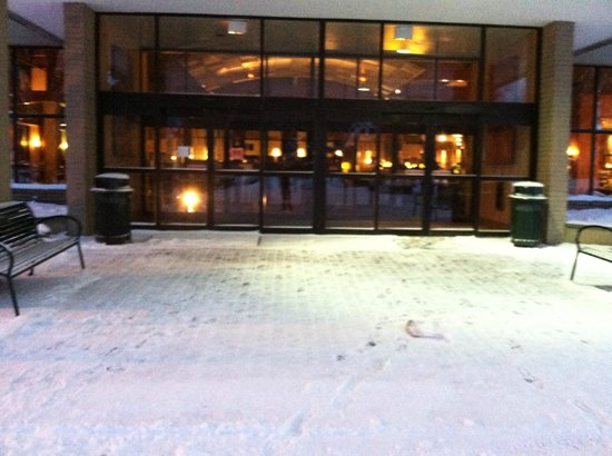 Radisson Hotel Hauppauge-Long Island: Front Entrance
