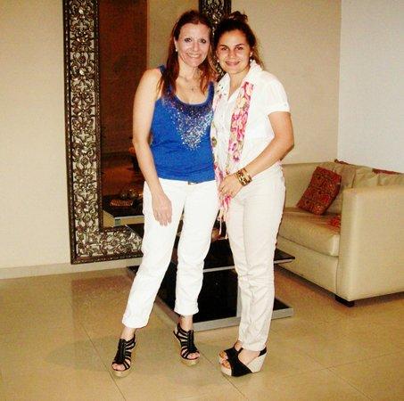Hotel San Pedro Palace: .. Junto a Natalia .. Recepcionista