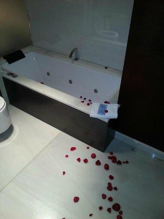 Gran Hotel Nagari Boutique & Spa: la bañera de la habitación