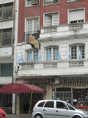King's Hotel: a frente do hotel não é tão ruim quanto por dentro!