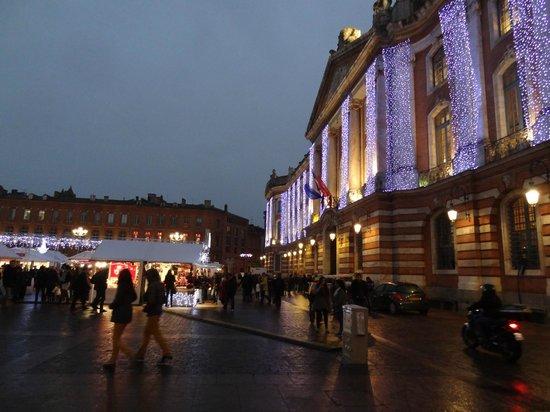 Pullman Toulouse Centre : El mercadillo navideño en la place du Capitole