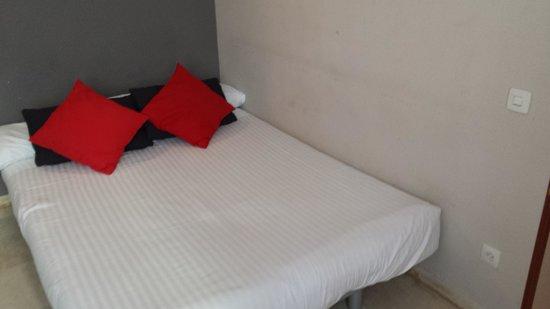 Sercotel Hotel Togumar: paredes sucias.