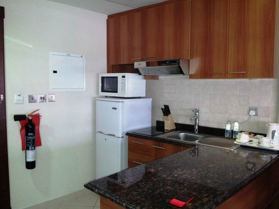 Xclusive Clover Creek Hotel Apartments LLC: Kitchenette in the room