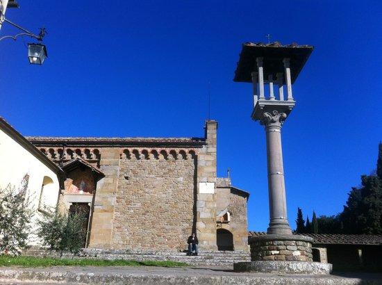 Franciscan Missionary Museum - Convento di San Francesco: Convento di San Francesco, la piazzetta