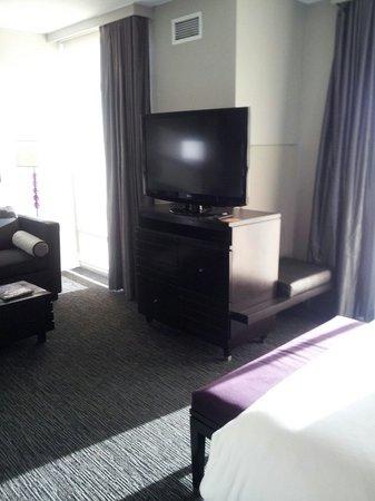 HYATT house Charlotte Center City : 42' LG w/swivel base for alternative viewing Rm 802