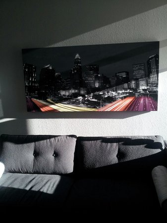 HYATT house Charlotte Center City : Extended Sofa for a relaxing place to read Rm 802