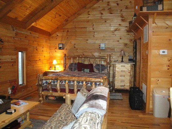 Lydia Mountain Cabins: Firm King Size Bed
