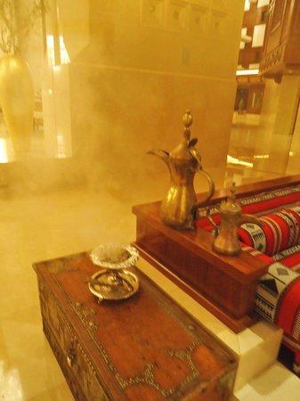 Al Bustan Palace, A Ritz-Carlton Hotel: im Foyer