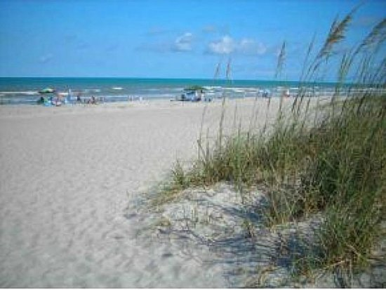 Canaveral Towers Condominiums: Beach area